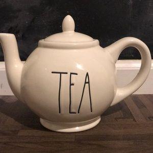 Rae Dunn teapot 🖤